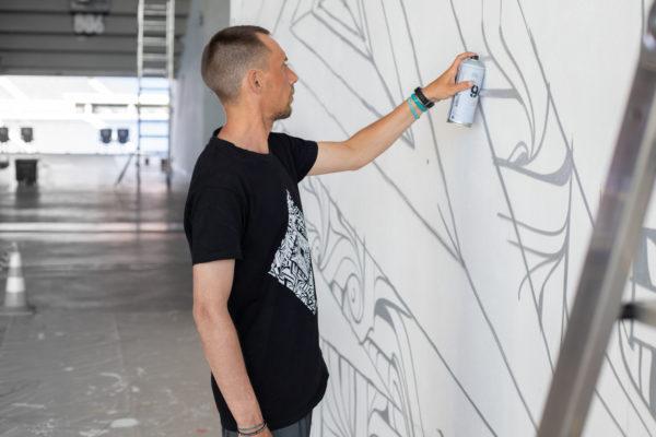 peinture street art astro pour offside gallery au stade de Lyon