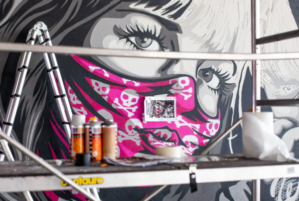 peinture street art rnst pour offside gallery au stade de Lyon
